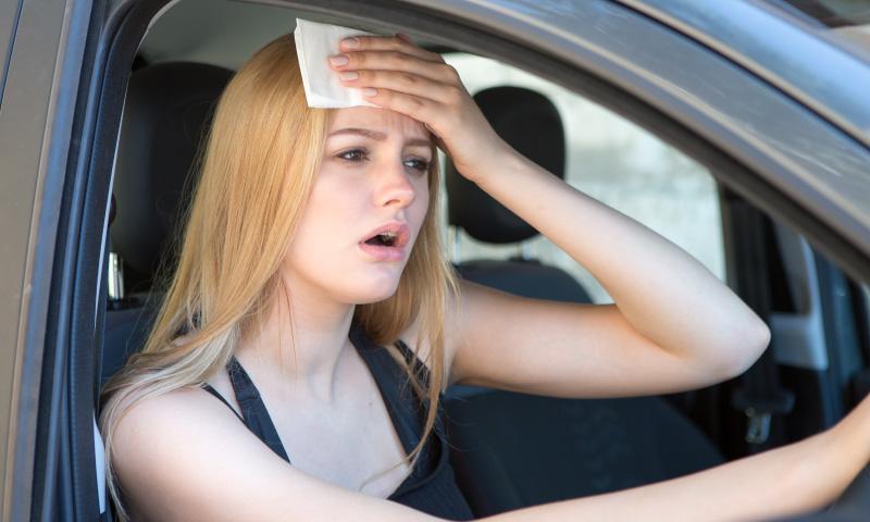 車のエアコンが効かない!車が冷えないときの対処方法や修理費用は?