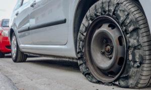 高速道路ではタイヤのバーストに注意!原因やJAFおすすめの対策方法は?