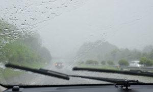 台風の時に車の運転で注意すべきポイント!車が横転しない風速目安は?